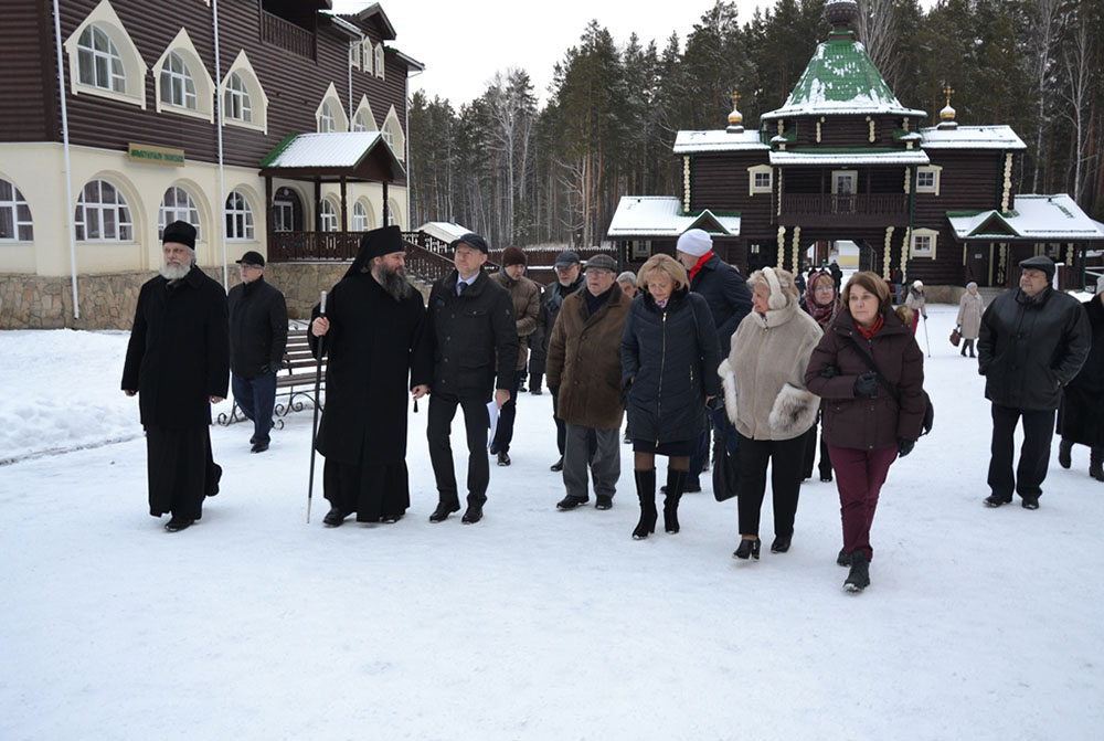 Монастырь на Ганиной Яме посетили члены Межведомственной группы по увековечиванию памяти жертв политических репрессий