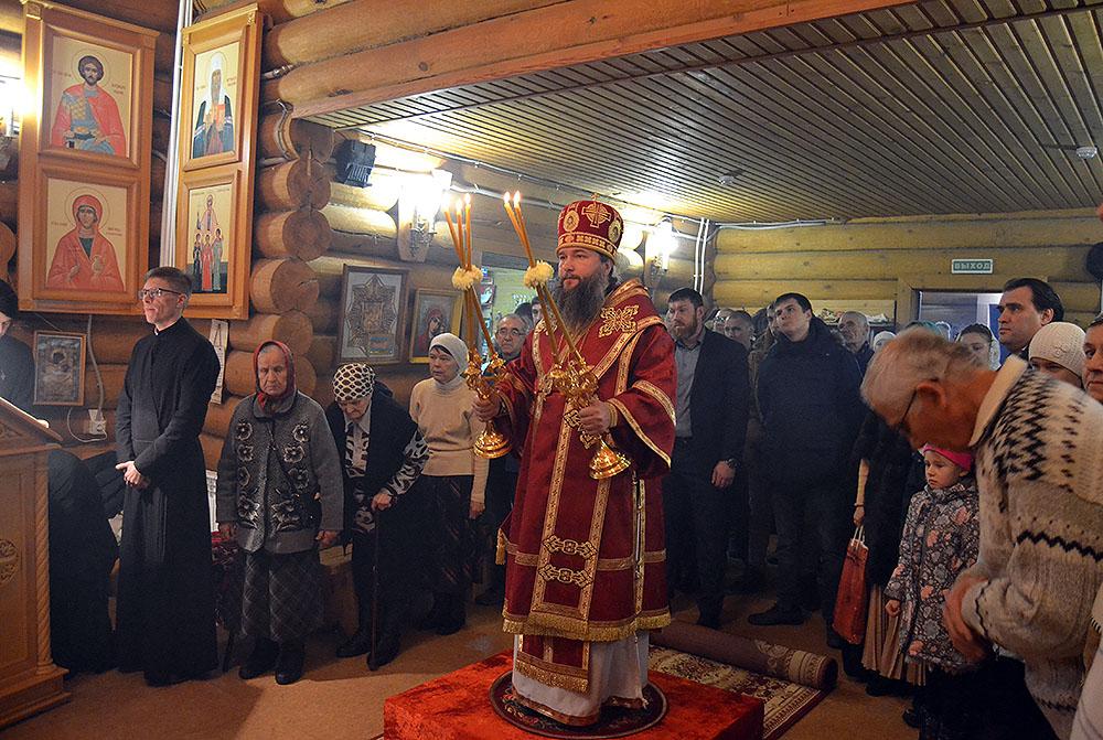 Божественная литургия в храме во имя святого великомученика Георгия Победоносца