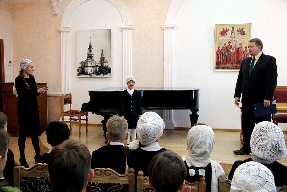 Воспитанники Свято-Симеоновской гимназии отметили 215-летие со дня рождения Ф.И. Тютчева конкурсом чтецов