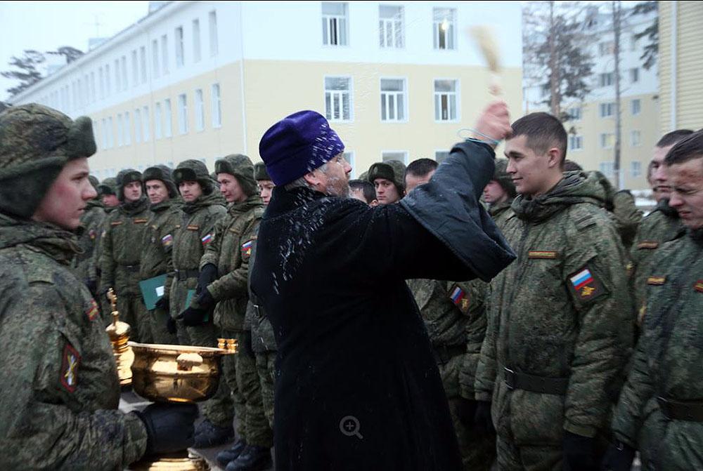 Священники, окормляющие воинские части, приняли участие в торжествах в честь начала зимнего периода обучения в войсках ЦВО