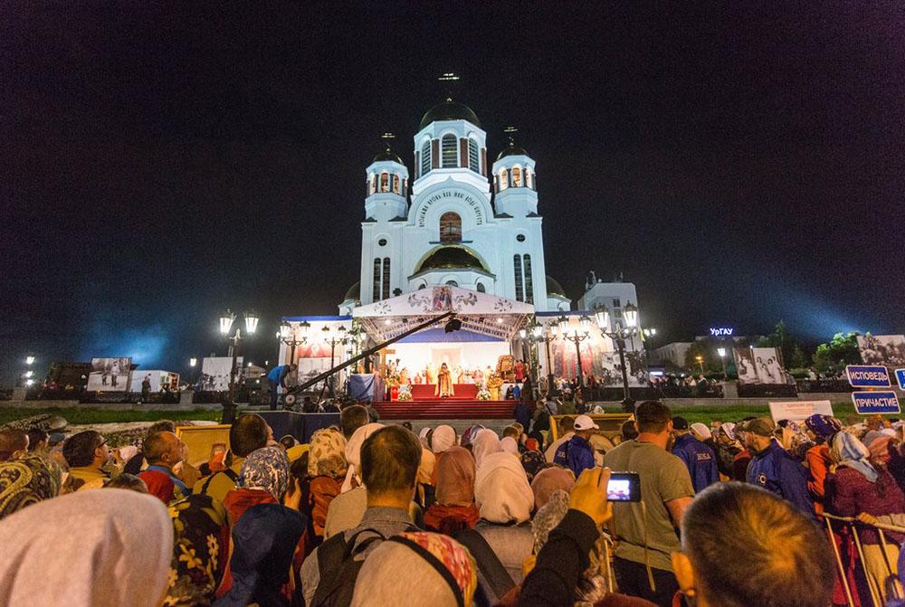 В Екатеринбурге сегодня, 16 июля, состоятся главные богослужения в рамках «Царских дней». Они завершатся ночной Божественной литургией и традиционным крестным ходом до Ганиной Ямы.